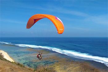 Paragliding di Bukit Timbis, Bali
