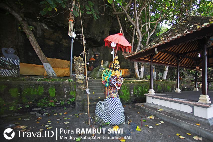 Goa Dasar di Pura Rambut Siwi Bali