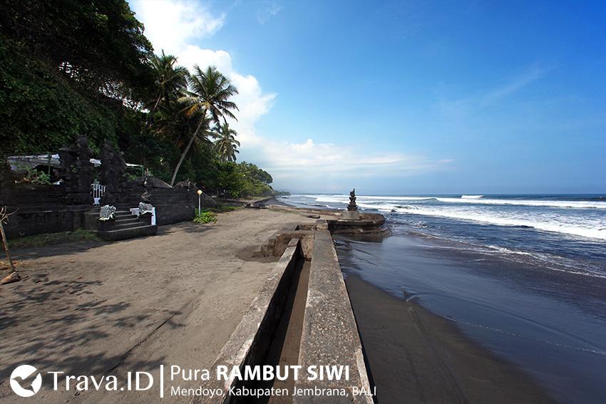 Pantai di Pura Rambut Siwi Bali